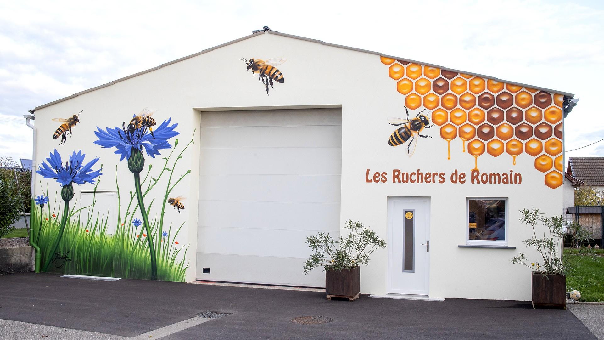Une fresque d'abeilles