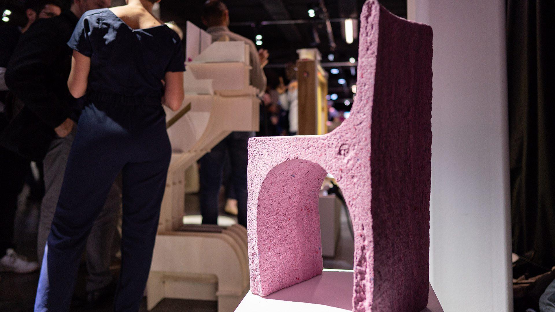 Mobilier en papier pas Laura Conill, designer et Lana Papiers © Bartosch-Salmanski