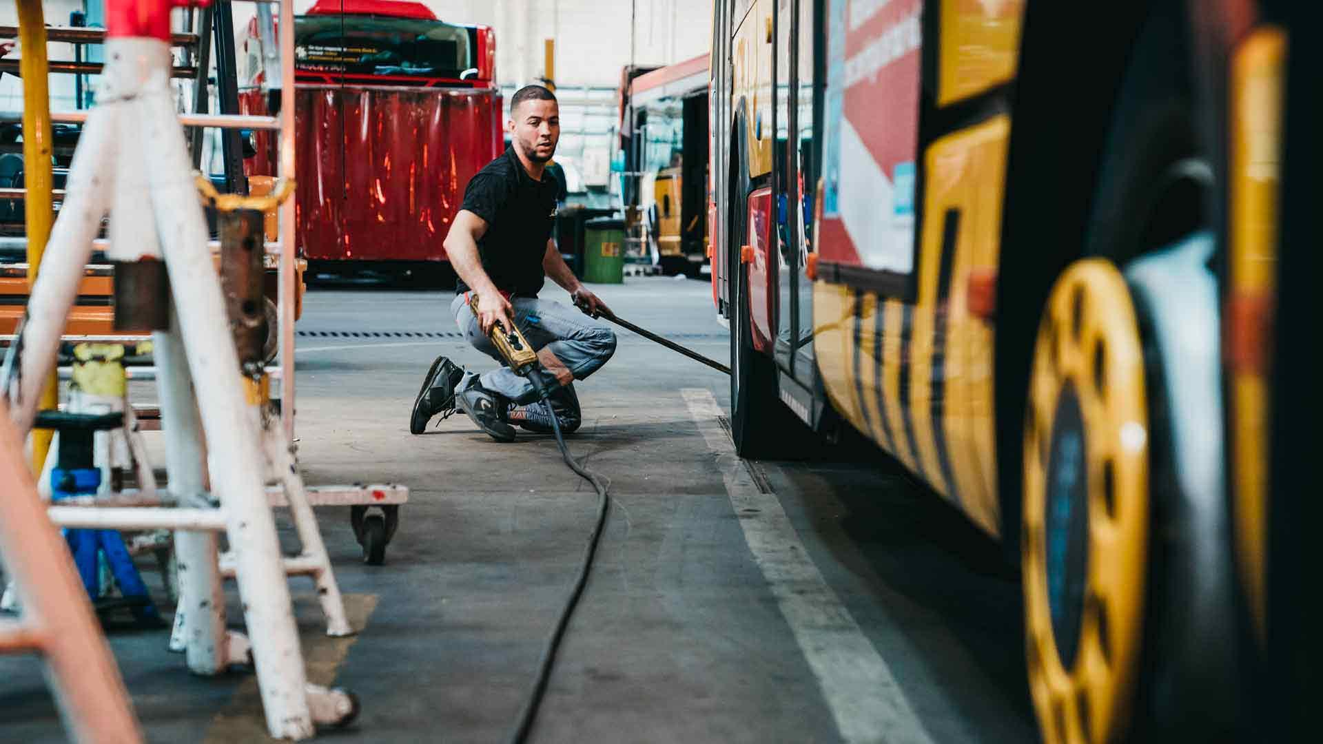 Soléa : Avant chaque sortie, les bus sont désinfectés intérieurement et nettoyés extérieurement. Une maintenance régulière est aussi effectuée, à titre préventif ou correctif
