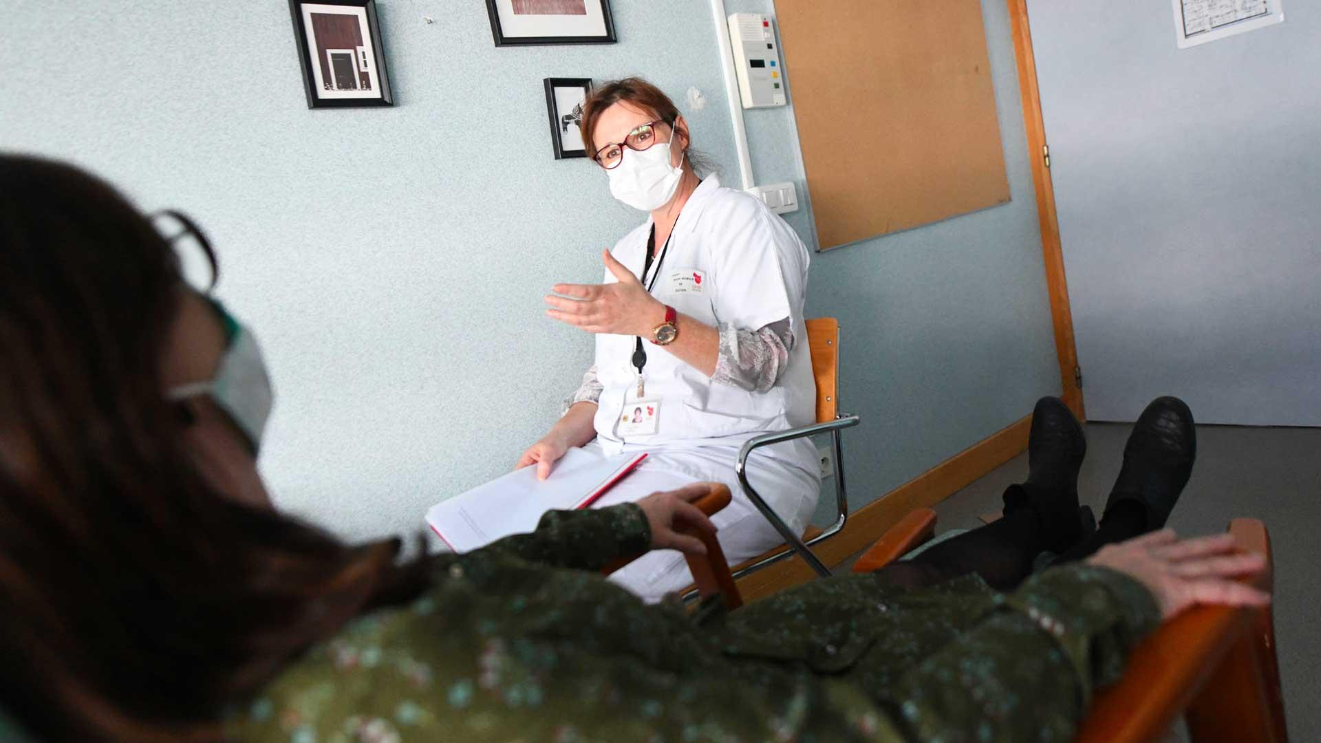 Une psychologue est à l'écoute des soignants