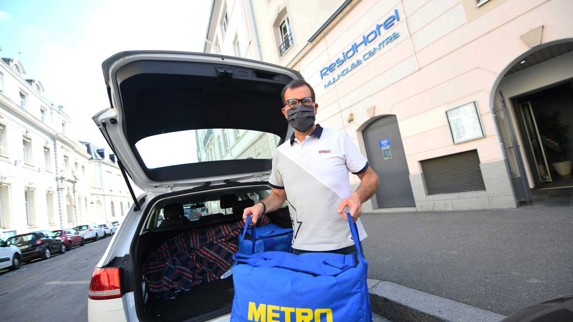 Le directeur marketing, Jean-Baptiste François, assure la livraison des repas