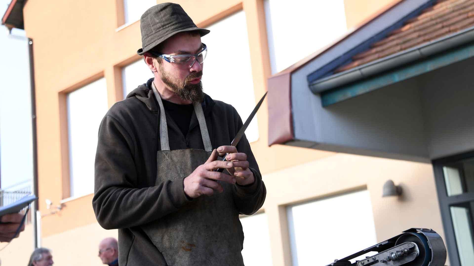 Un jeune artisan pour un très vieux métier