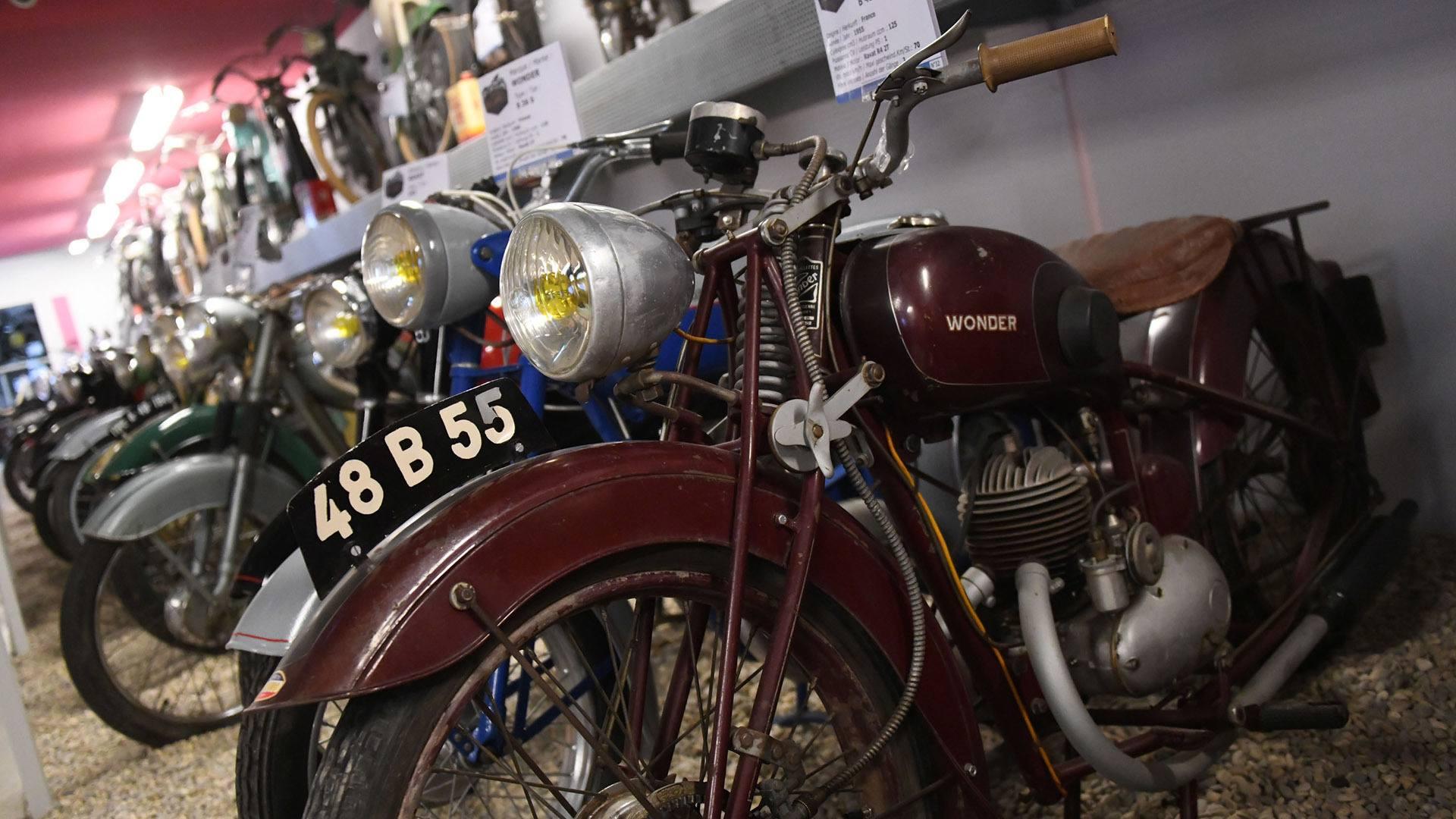 Plus de 90 motos et Solex très originaux