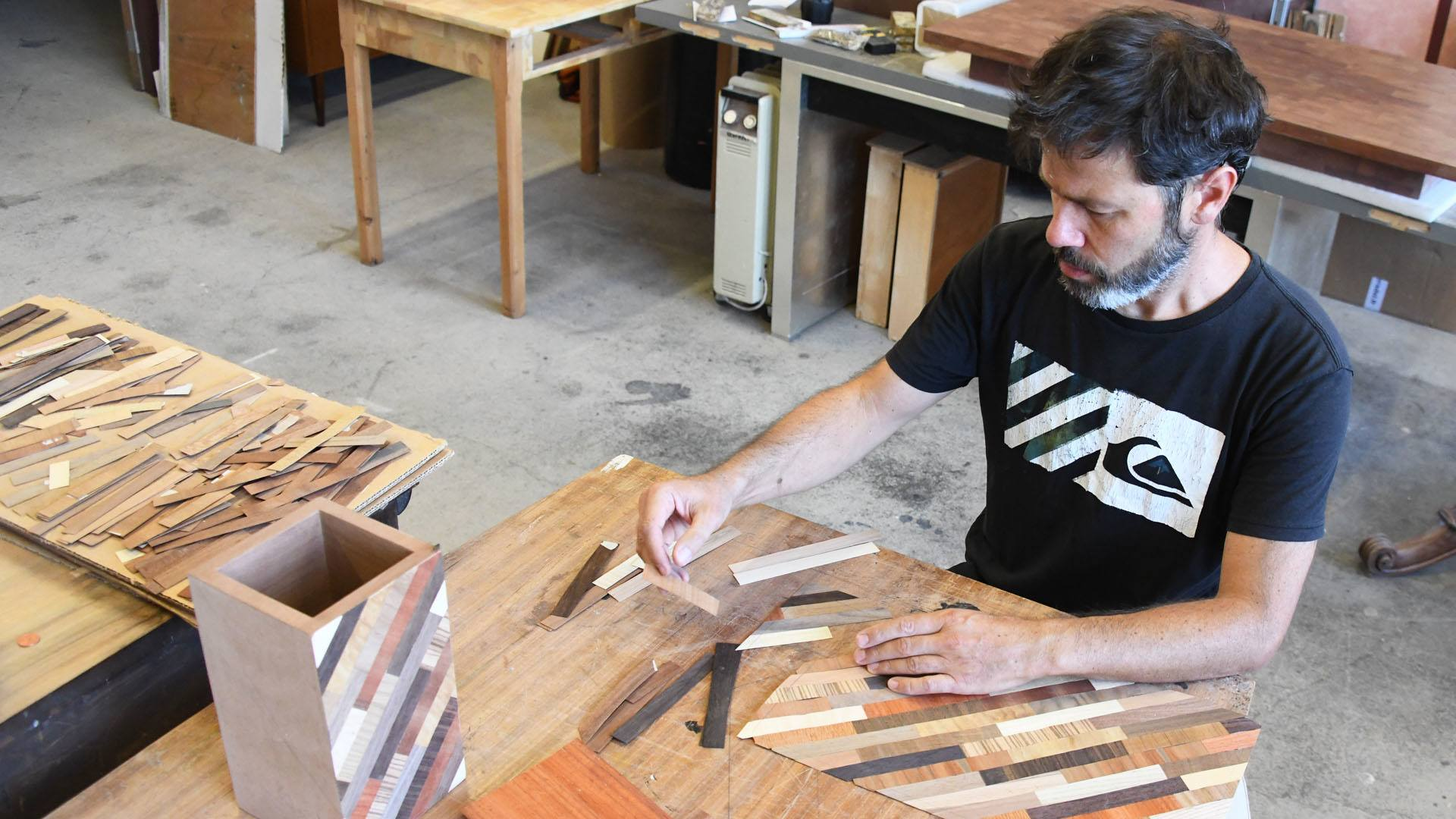 Un assemblage de petits morceaux de bois