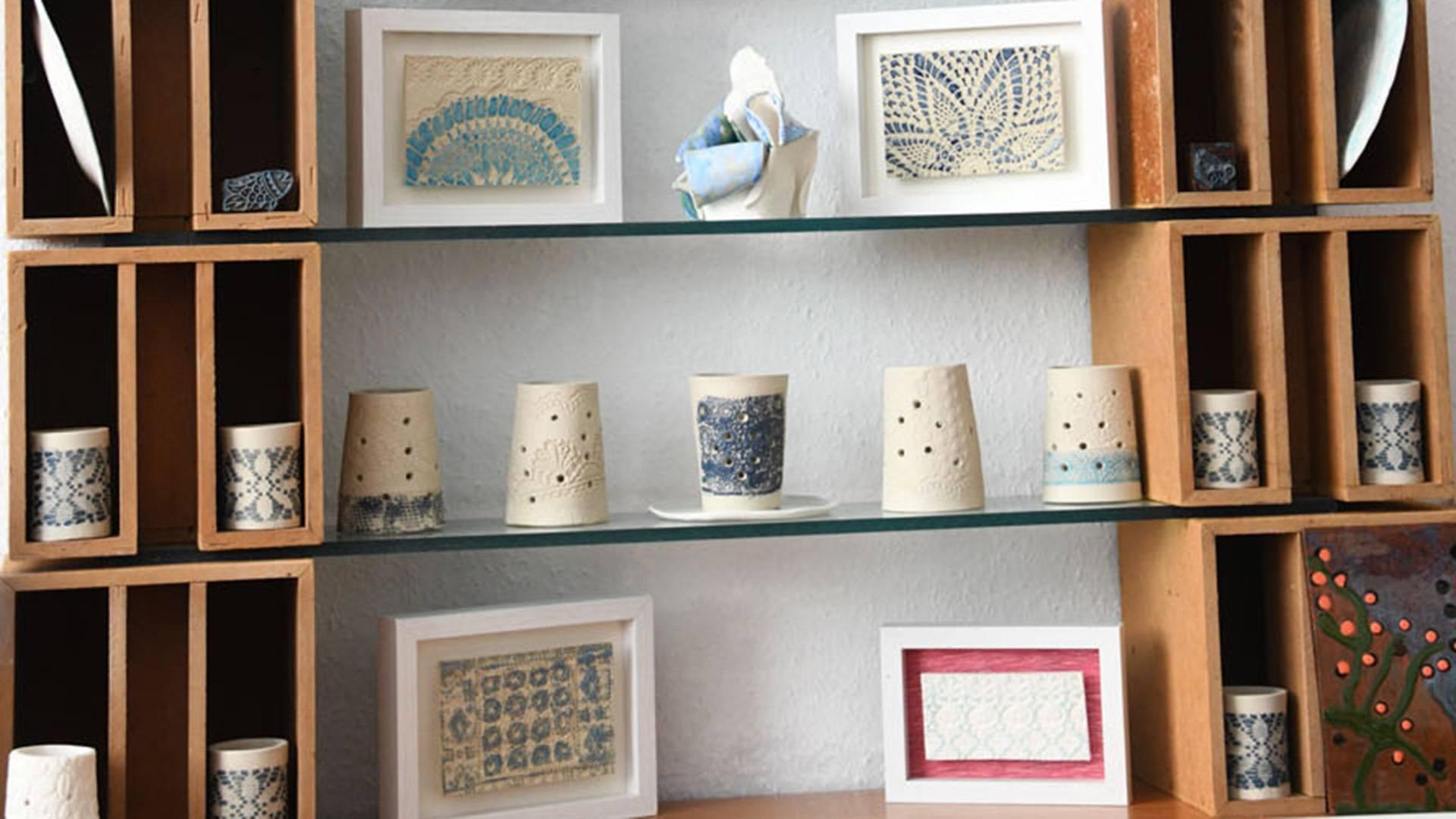 Des céramiques inspirées de la dentelle et du fil DMC