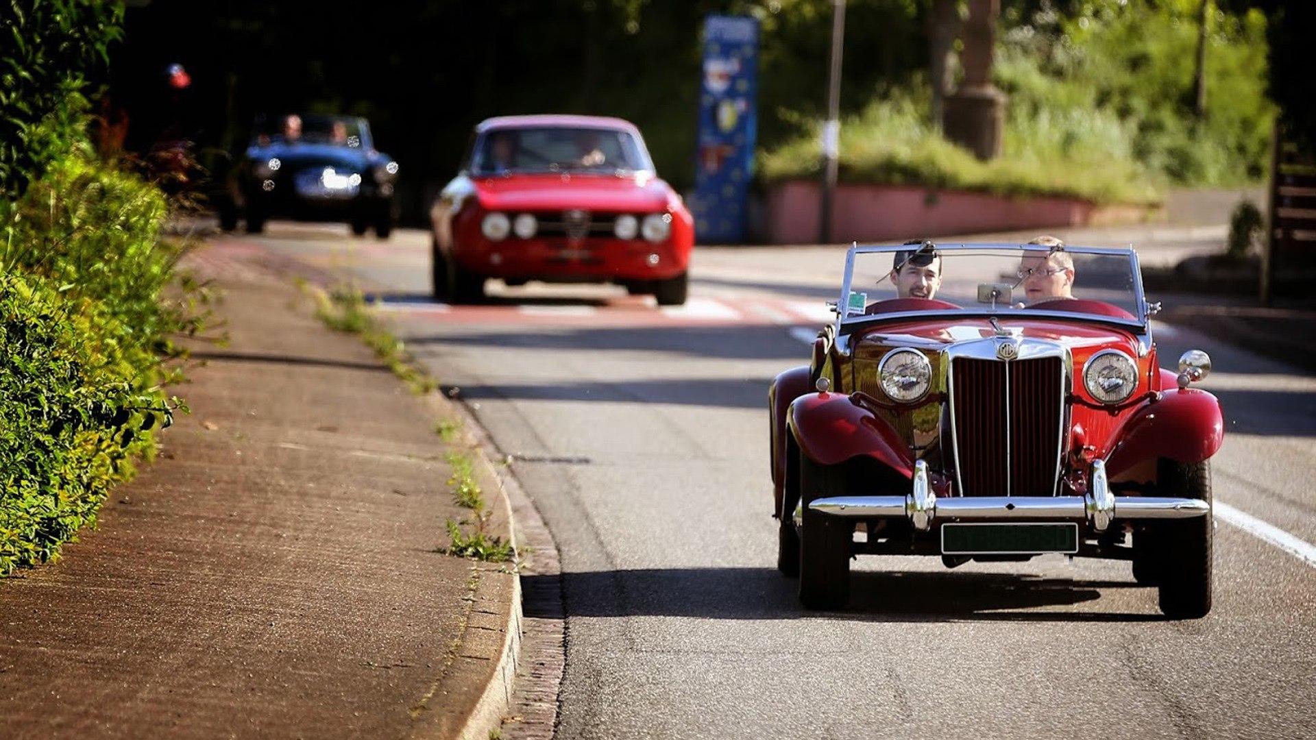 La passion automobile gagne l'agglo - la parade des légendes
