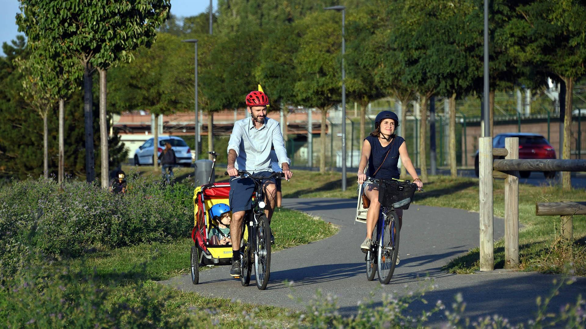 Une famille à vélo dans l'agglo : du vélo partout dans l'agglo