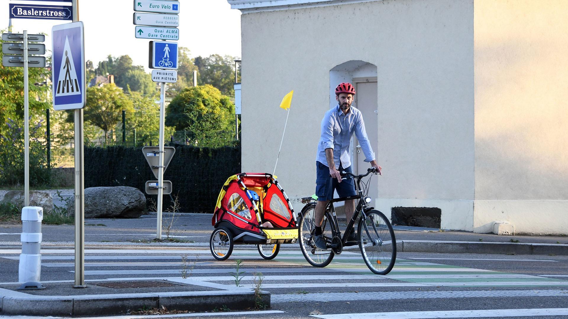 Une famille à vélo dans l'agglo : la remorque, l'accessoire pratique