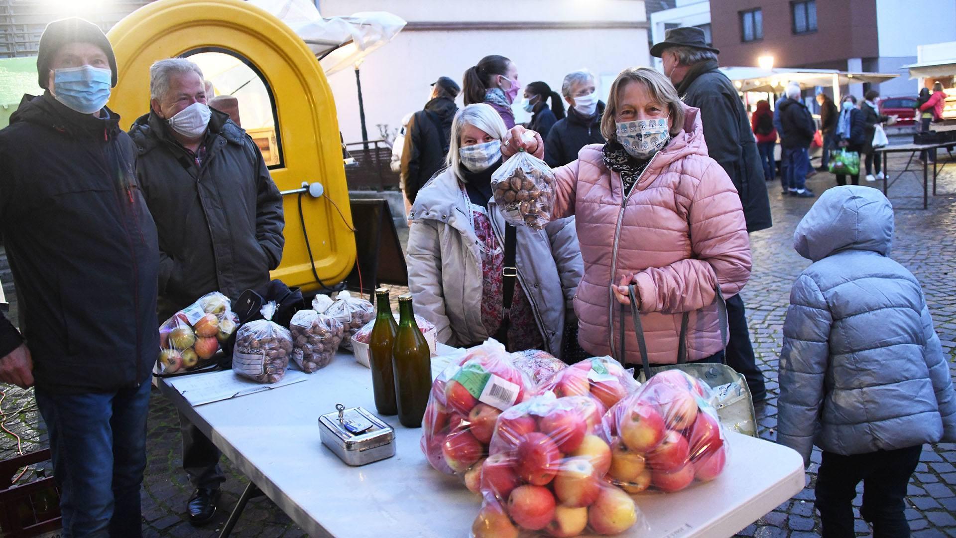 Zillisheim un nouveau marché de producteurs : Des pommes et du jus par la Société des arboriculteurs de Zillisheim