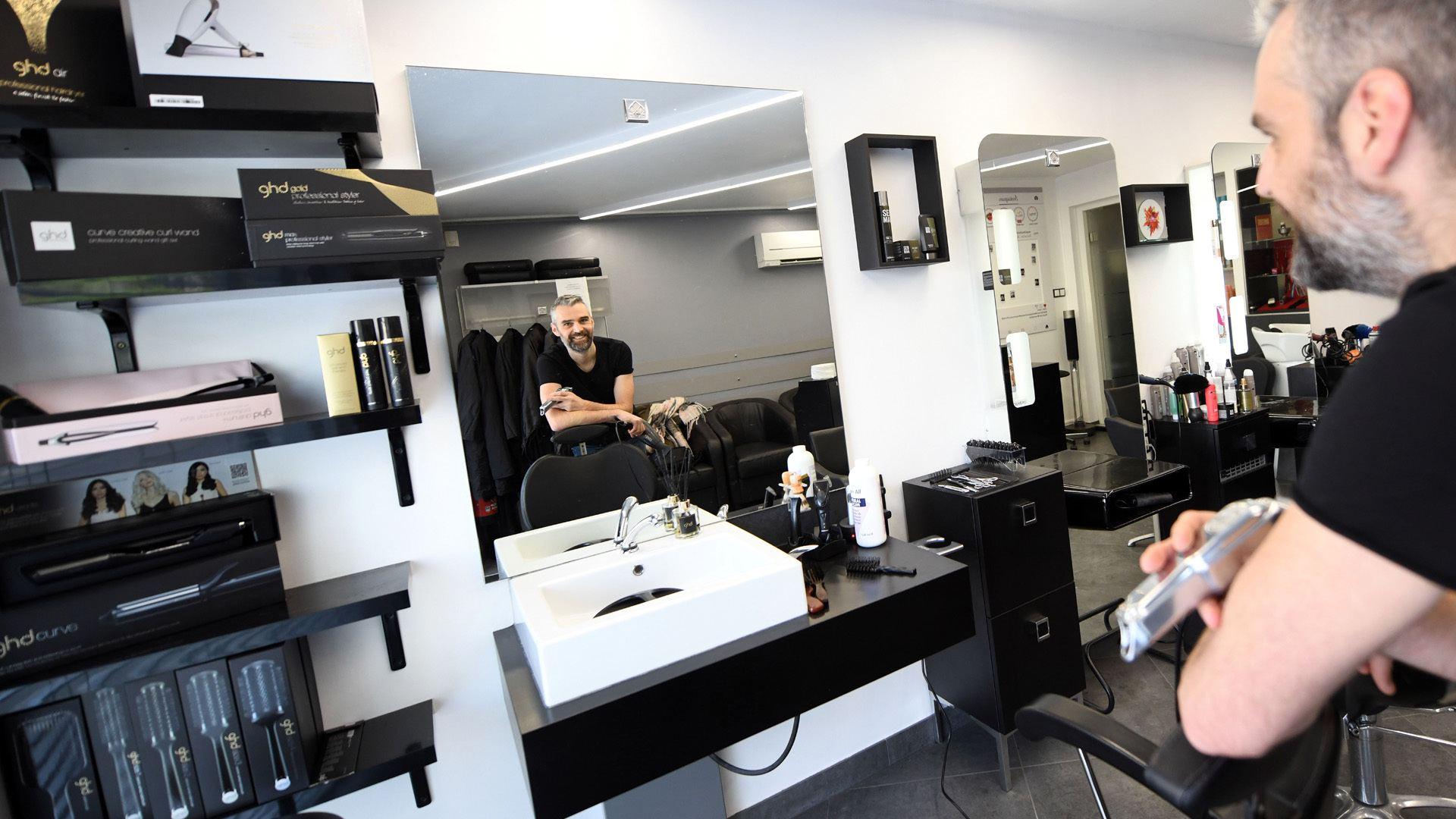 A Bollwiller un coiffeur créatif et connecté : Maxime Muller patron de Maxim'um coiffure