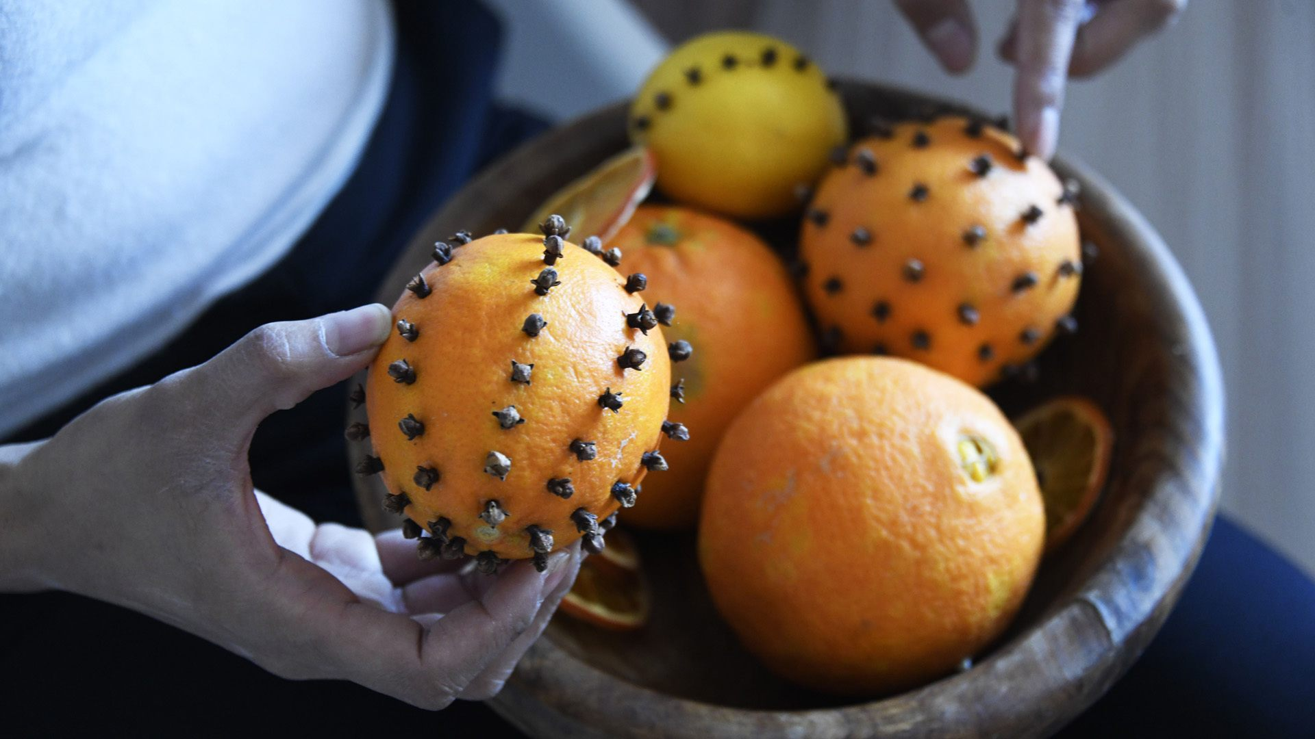Les astuces d'une maman blogueuse pour un Noël éthique et local : décorer avec des oranges