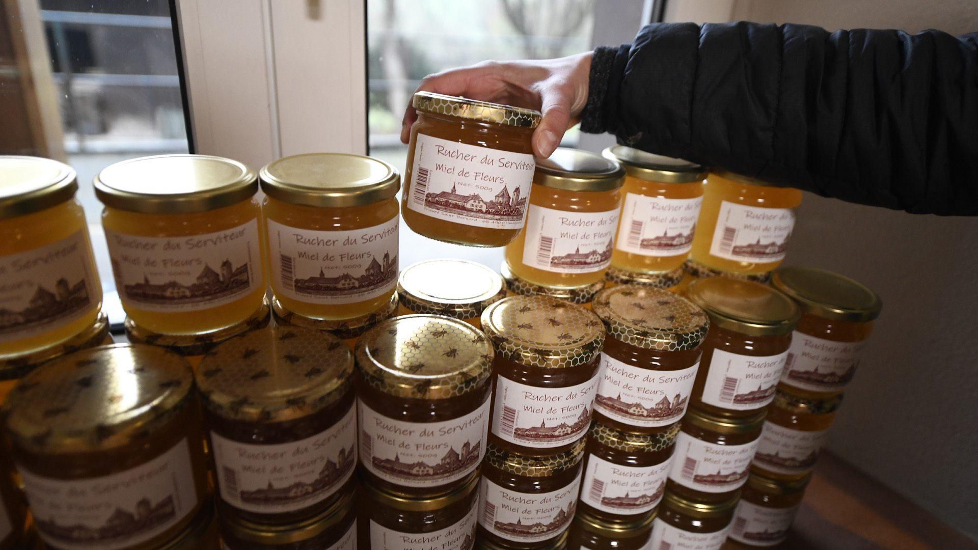 Reiningue le magasin de l'abbaye joue la proximité : Du miel local à savourer