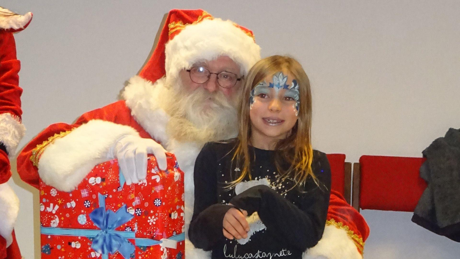 Temps d'Eveil : « c'est l'heure d'écrire au Père Noël » : Des cadeaux pour les enfants sages