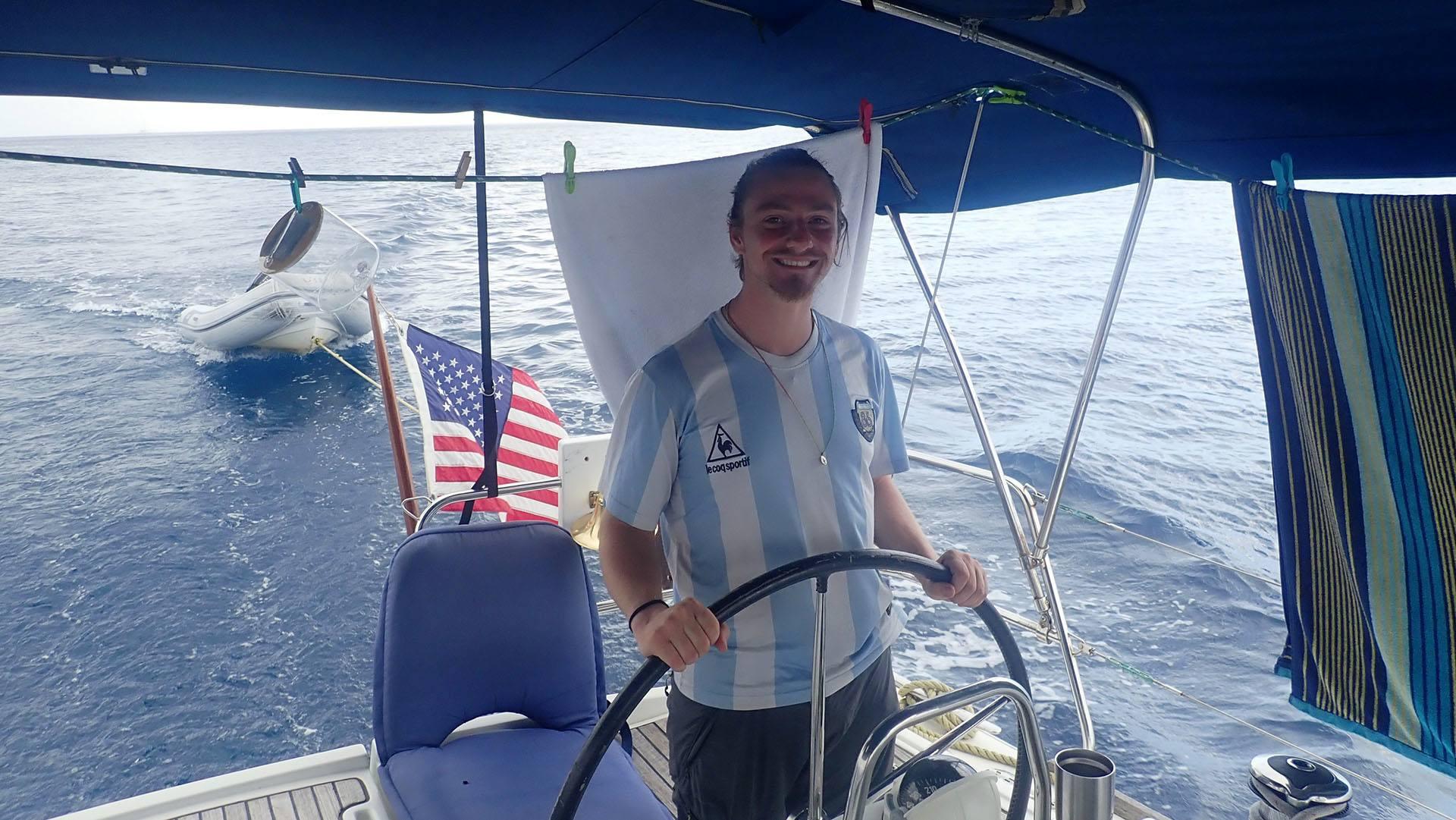 Pfastatt : le tour du monde en stop de Julien de Weijer : bateau stop réussi entre Martinique et Dominique