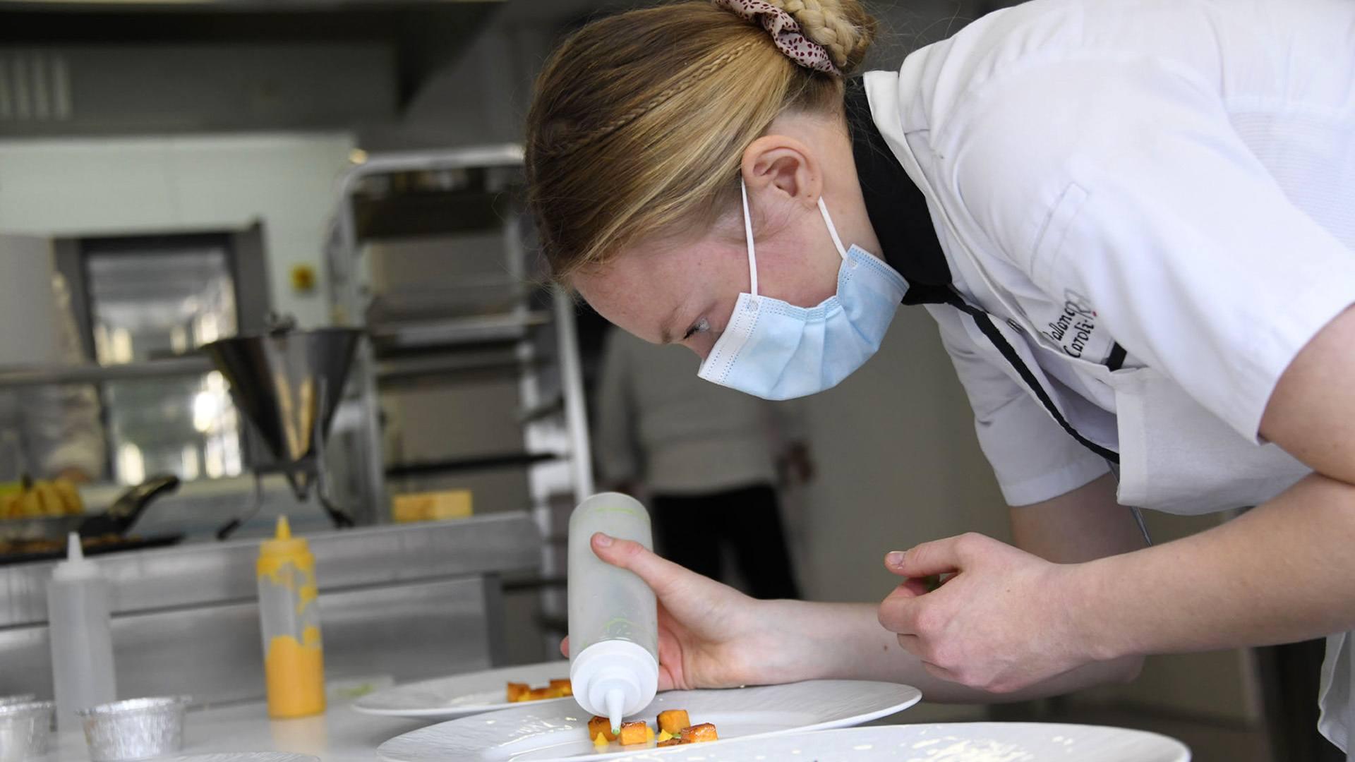 Toques et jeunes pousses dans la cuisine du futur : Caroline Vallance dans ses oeuvres