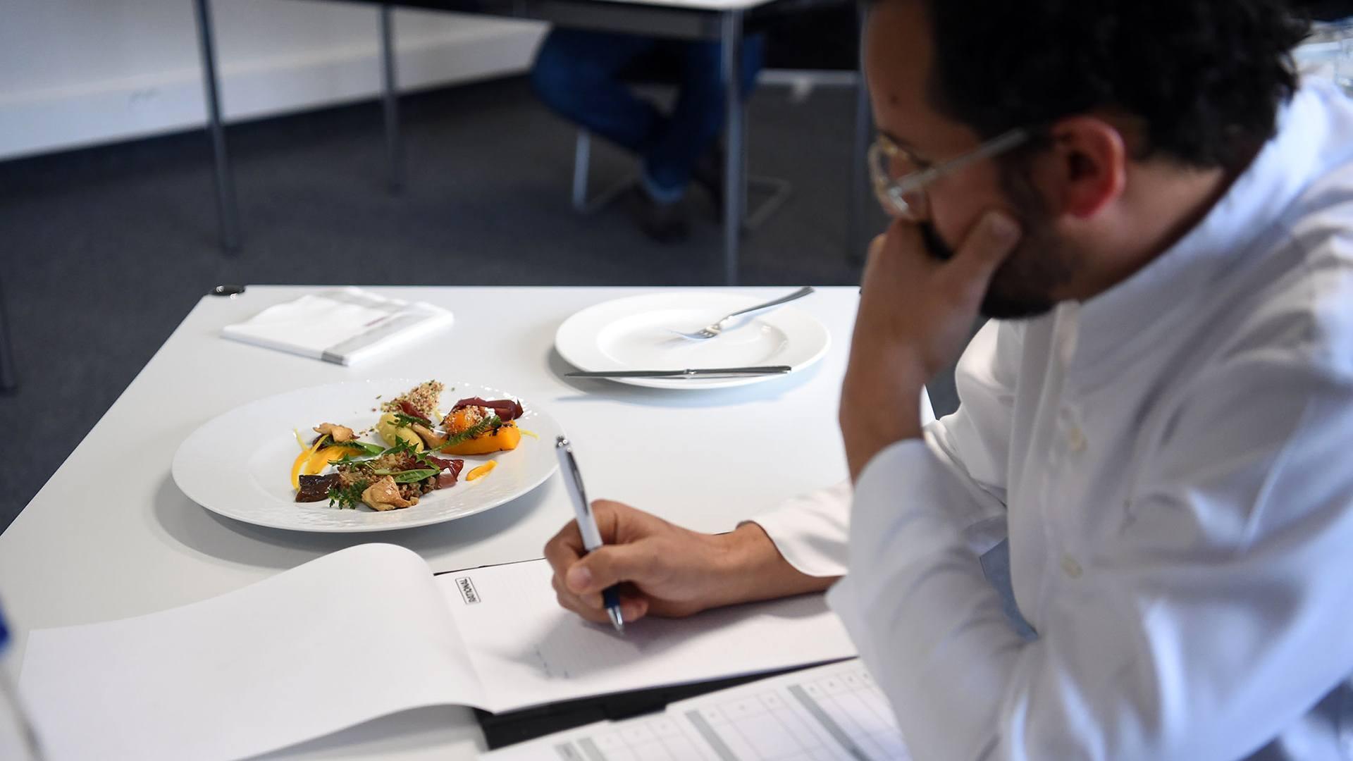 Toques et jeunes pousses dans la cuisine du futur : dégustation et notation