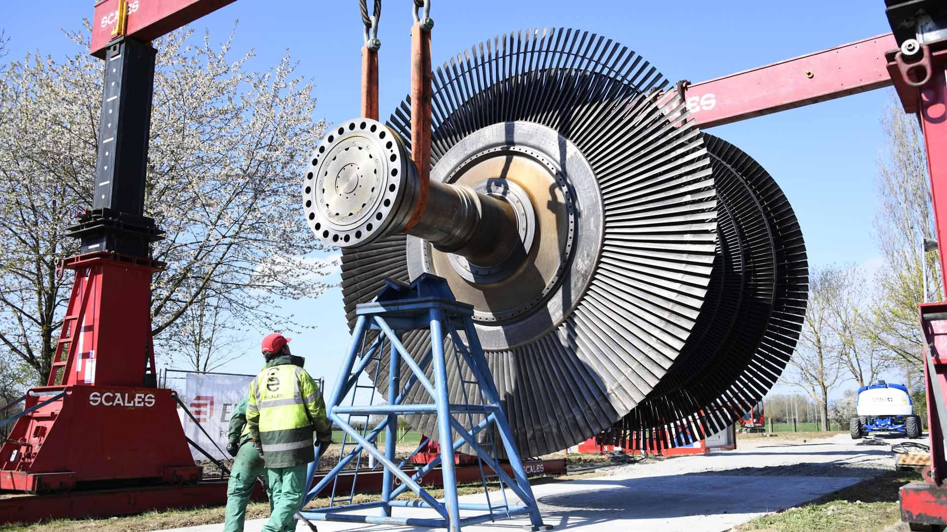 Electropolis un colosse au musée, installé dans le jardin des énergies du musée