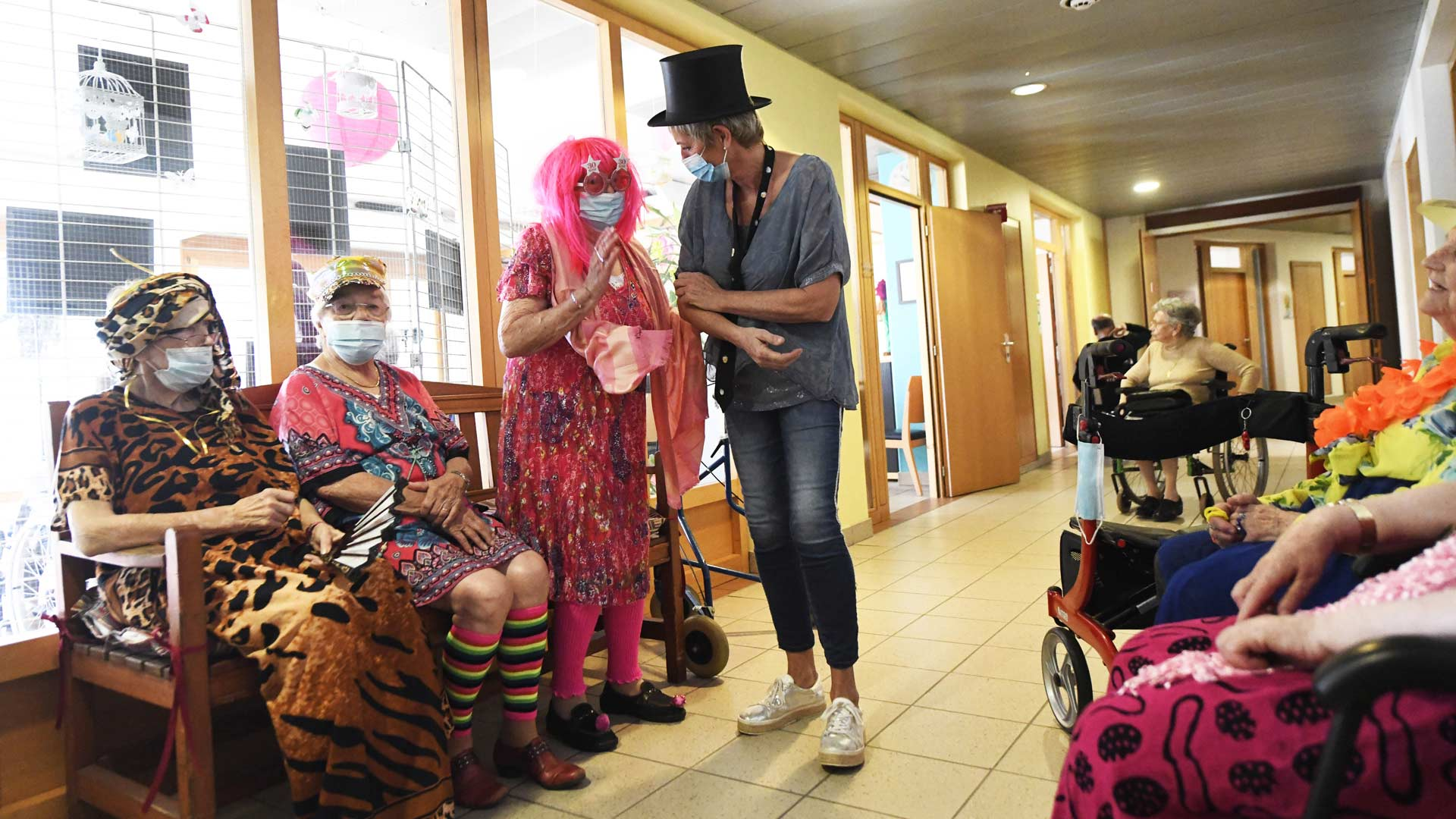 Illzach : fashion week festive à l'Ehpad Le Séquoia, les résidents ont crée leur costume