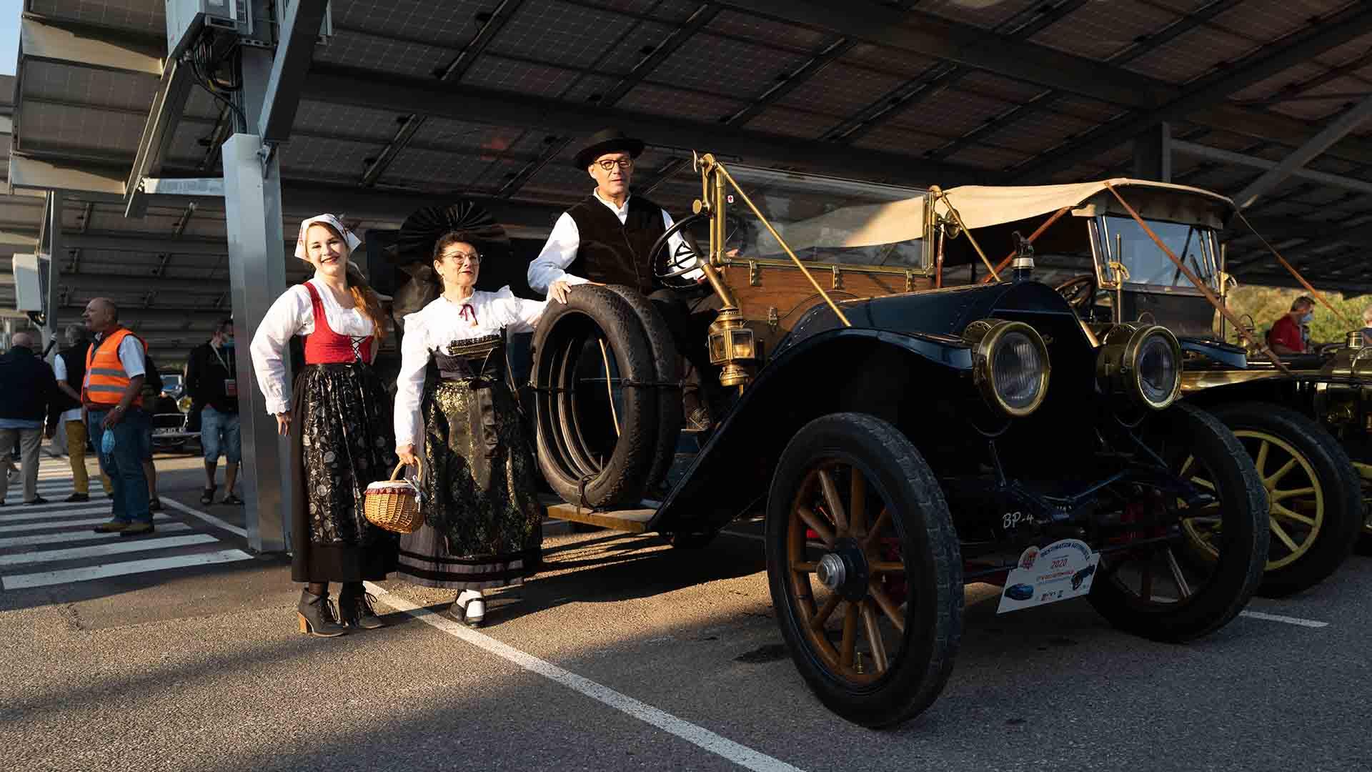 Destination Automobile 2e opus : départ de la parade des légendes à l'Ecomusée d'Alsace